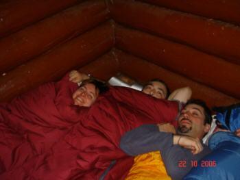 """Ludy, Miguel y Javi en el abrigo del Bosque de Hayas """"Ordesa"""""""